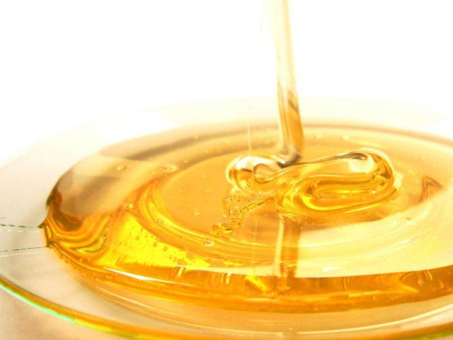 Мед это вязкий и сладкий продукт, который является очень полезным