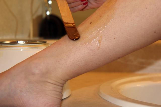 Применяя сахарную пасту: гораздо дешевле, нежели лазерное либо фотоустранение волос