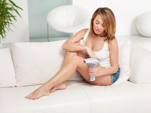 Вспышки не вредят коже вокруг и могут справиться с волосами любой толщины и цвета, даже седыми