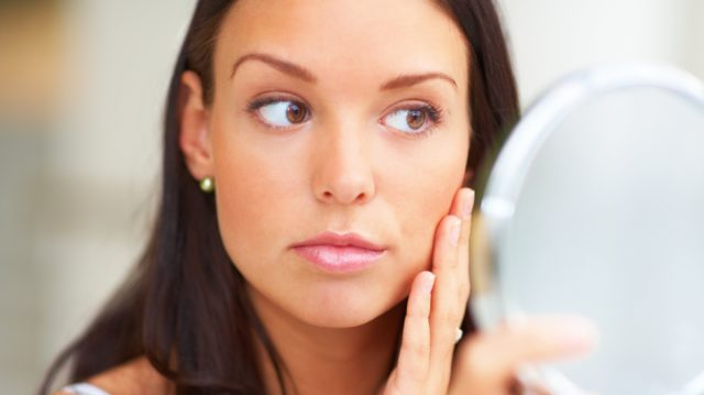 Отзывы о фотоэпиляции советуют планировать проведение процедуры на осень-зиму, когда кожа будет меньше всего попадать под солнечные лучи