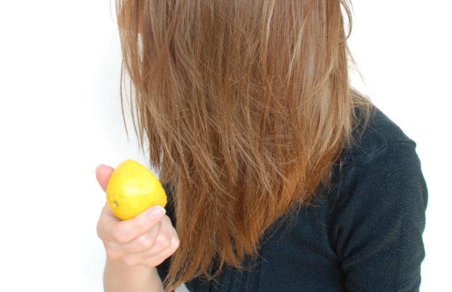 Осветление лимоном не поможет вам стать блондинкой, но уже после первой процедуры можно заметить, что волосы стали на 1 тон светлее